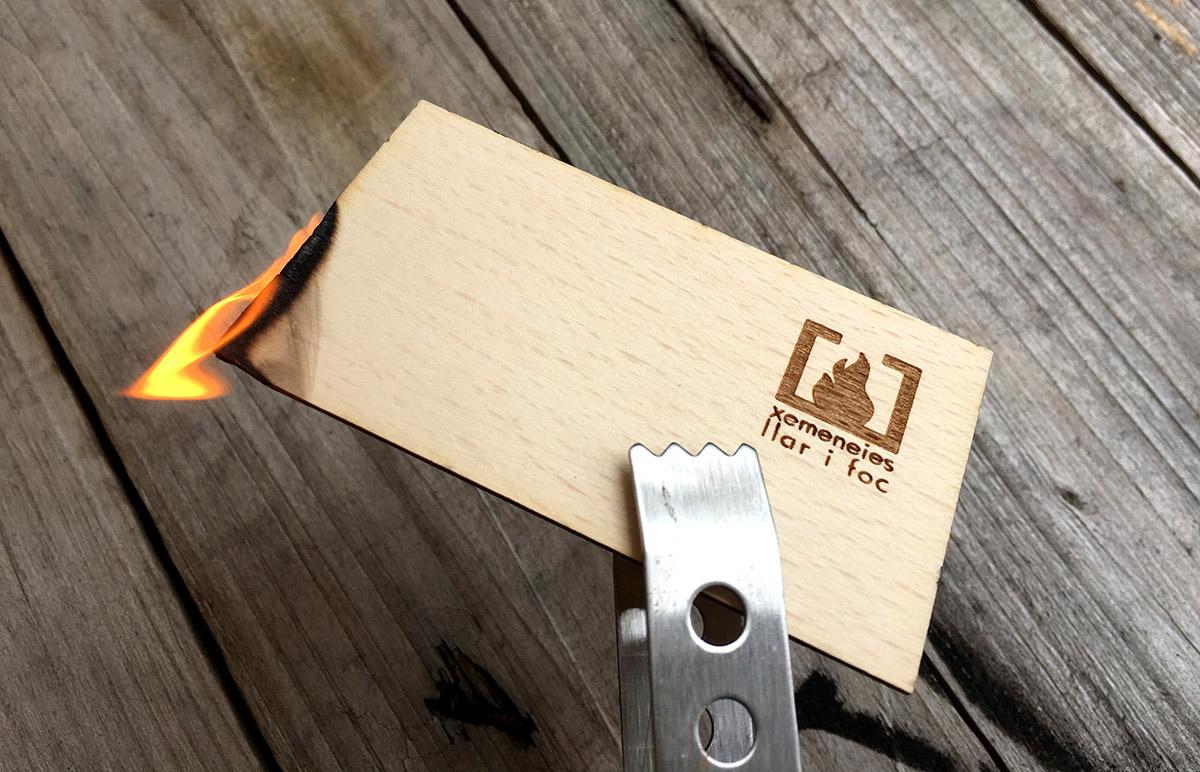 diseño grafico  Tarjetas de madera     7